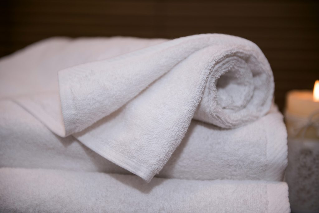 białe ręczniki hotelowe Classic